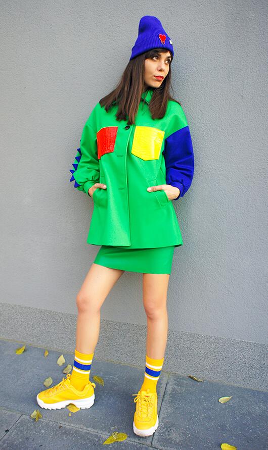 Zielony, wełniany płaszcz oversize z mocnym kontrastem kolorystycznym - Płaszcz Kolor Pop Zielony