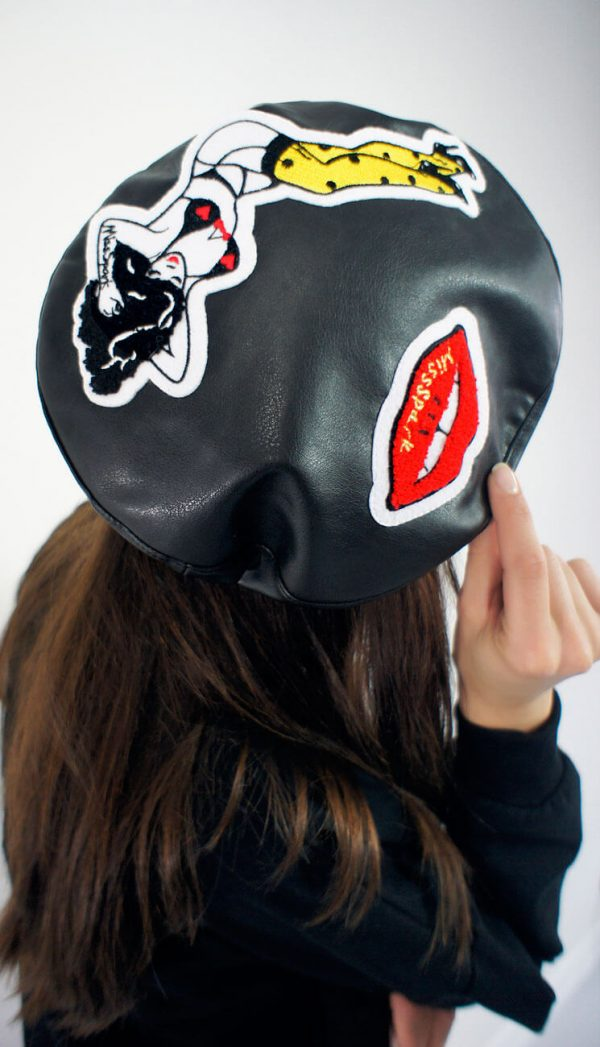 Czarny, rasowy beret w stylu rockabilly.