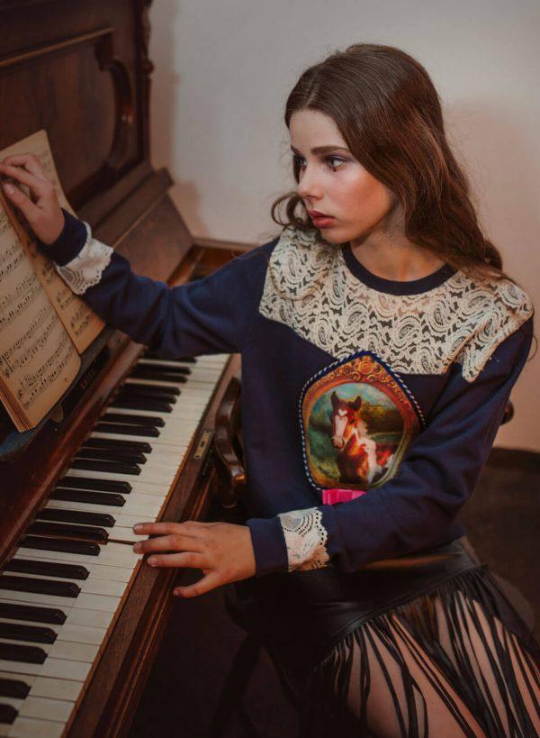 Granatowa bluza z rysunkowa aplikacją konika - Bluza Konik
