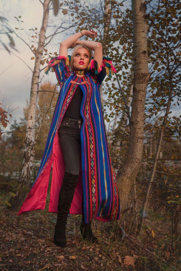 Długi, kobaltowy płaszcz w stylu bohemy artystycznej - Długi Płaszcz Boho