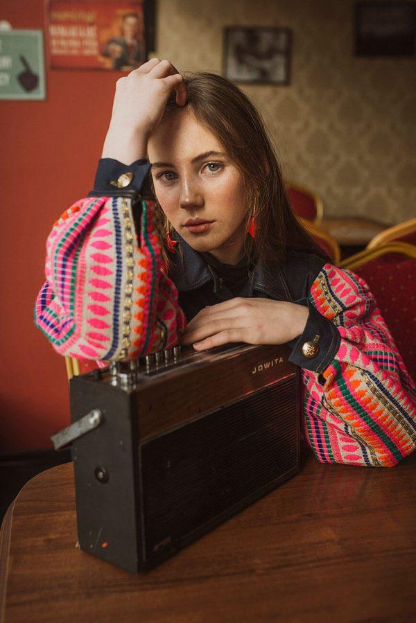 Piękna kurtka w stylu boho z rękawami z fantastycznej tkaniny - Kurtka Boho Jeans