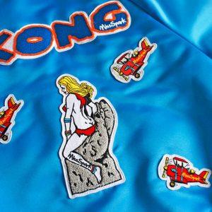 Niebieska kurtka bomberka z aplikacjami stworzonymi z rysunków - Kurtka Kong Niebieska