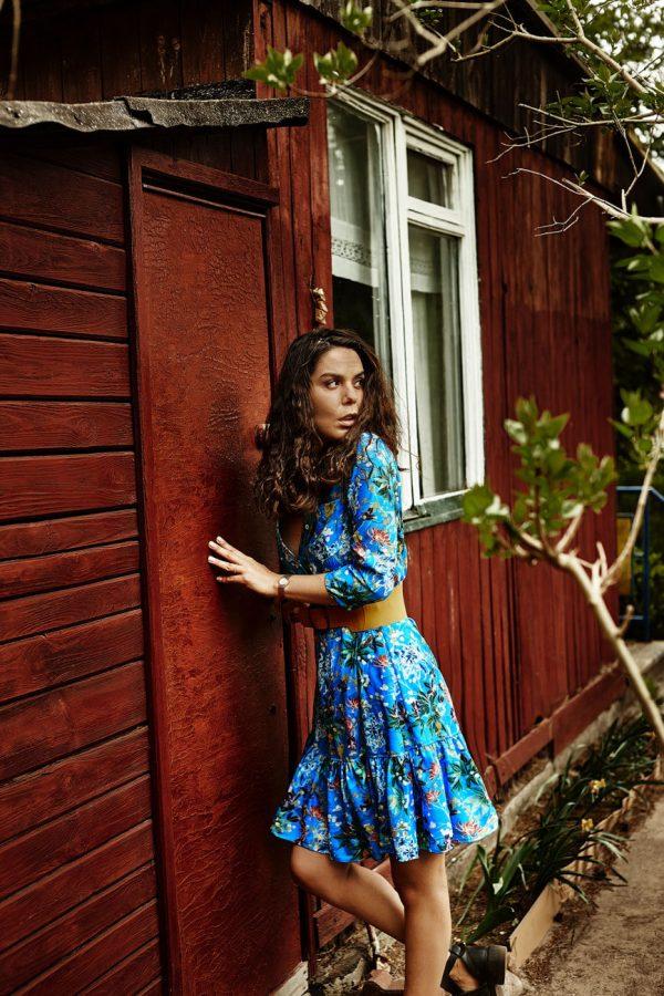 Sukienka midi, niebieska w kwiaty - Sukienka Kwiaty Niebieska