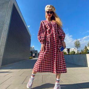 Sukienka maxi z kieszeniami w kolorową kratę.