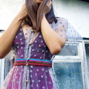Delikatna sukienka w szare kropeczki