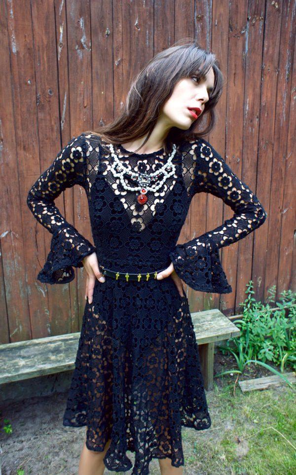 Koronkowa sukienka z pięknej jakościowo koronki.