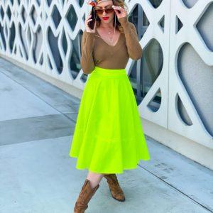 Piękna spódnica w nasyconym kolorze.