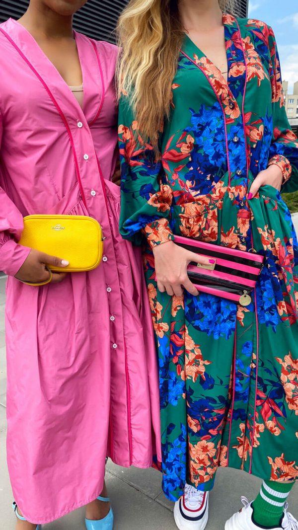 Fantazyjna różowa sukienka oversize.
