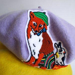 Liliowy beret z Panem Liskiem