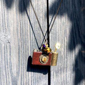 Naszyjnik Aparat w stylu retro