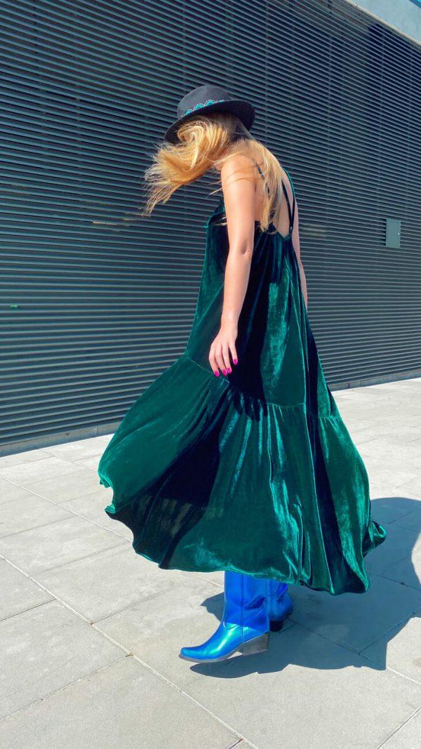 Sukienka z pięknego weluru w głębokim odcieniu zieleni - Sukienka Welur Zielony z Aplikacjami..