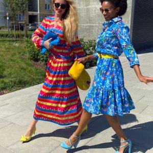 Sukienka maxi w barwne pasy i konie.
