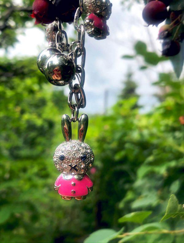 Bransoletka Zajączki w różowych bluzeczkach
