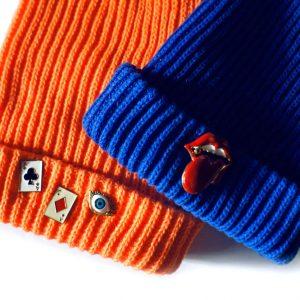 Kobaltowa czapka z ustami